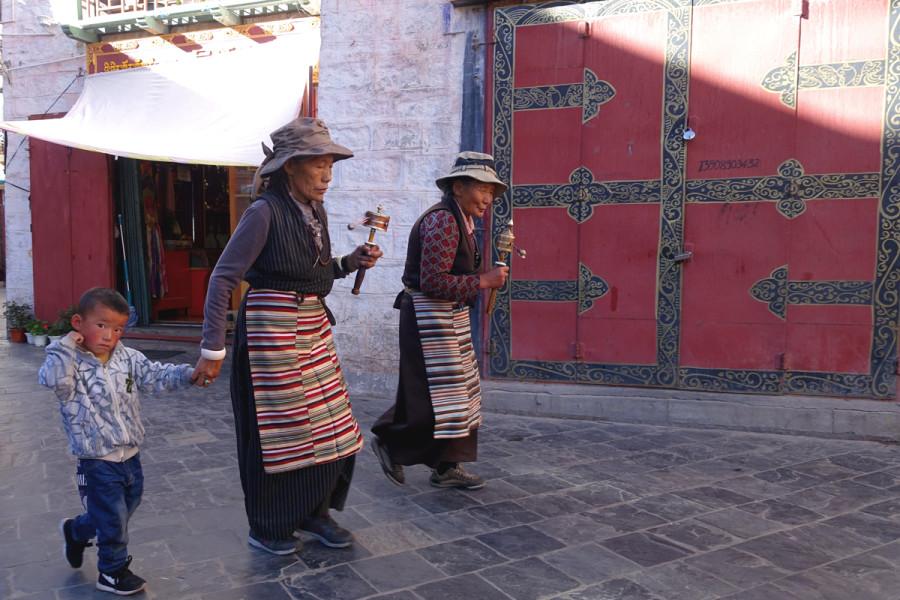 Lhasa - Pilgrims at Bharkhor Bazaar